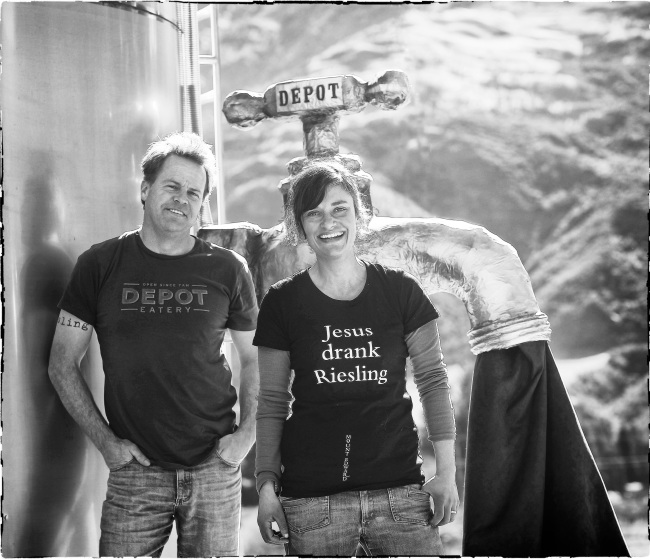 Duncan Forsyth (L) and winemaker, Anna Riederer (R) - photo courtesy of Mount Edward